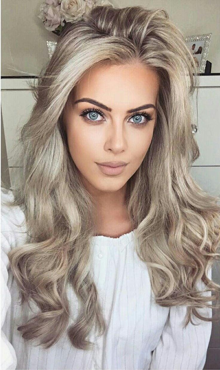 Aschblonde Haare und aschgrüne Augen - das Gesicht des Adels