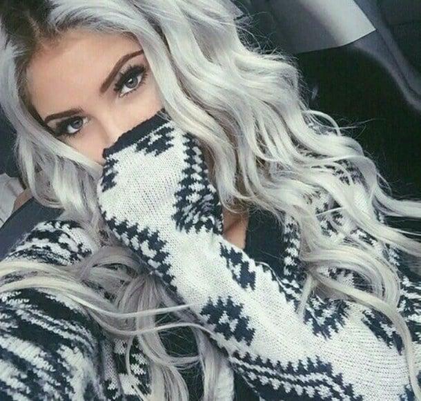 Schwarze Roots und Silber Haar-Längen