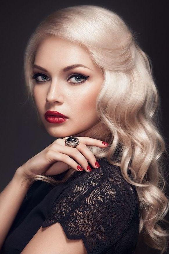 Feminin, edel, umwerfend - peppen Sie Ihr Aussehen mit einer aschblonden Haarfarbe auf!