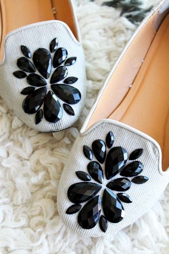 DIY Damenschuhe Aufpeppen: Ballerinas Schuhe mit schwarzen Steinchen