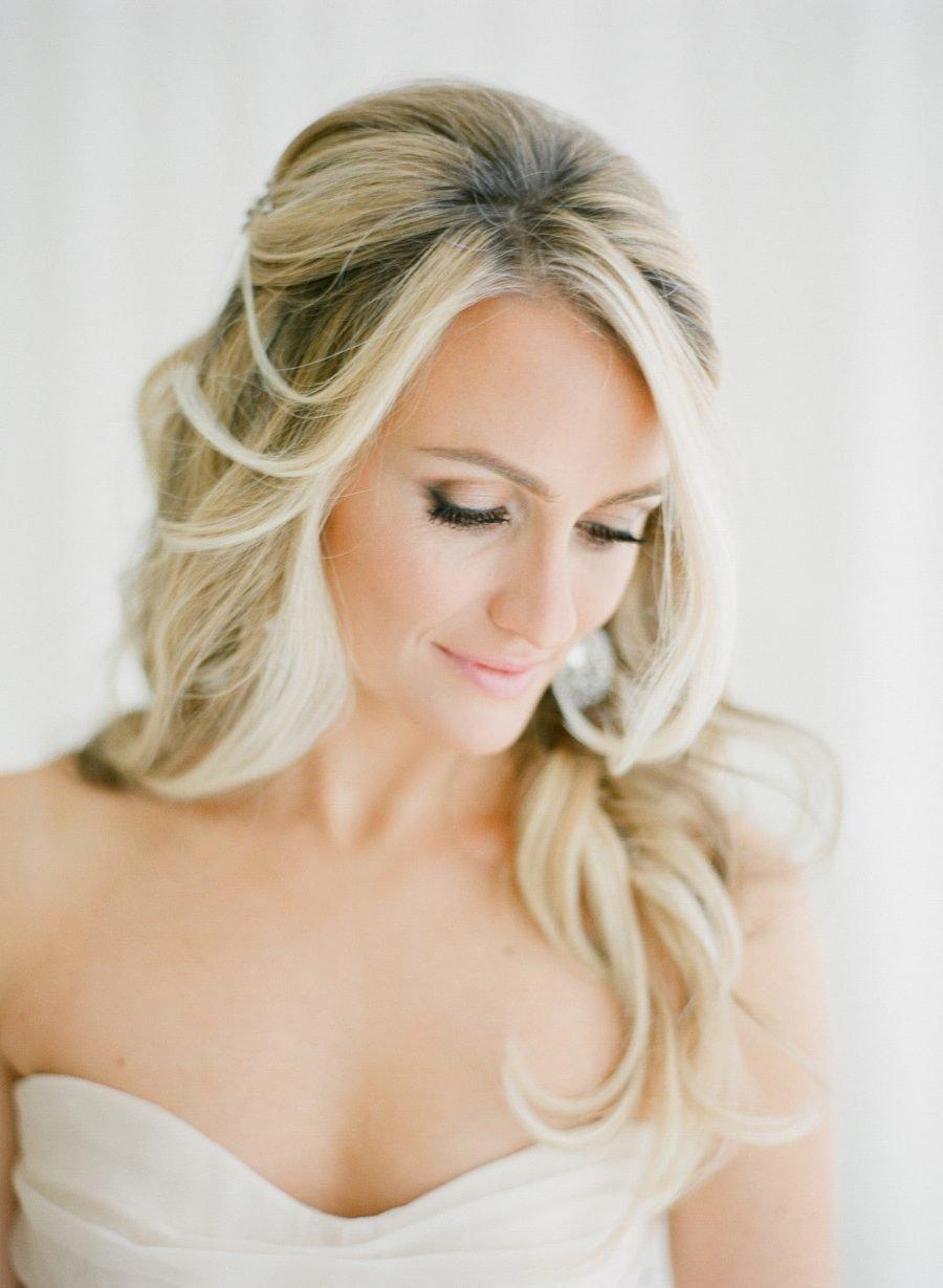 Halboffene Brautfrisur - die beste Alternative für längere Haare