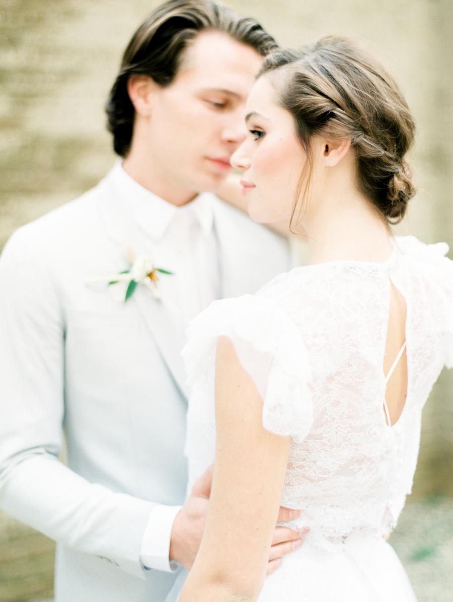 Die romantische Hochzeit fordert einer edlen Hochsteckfrisur