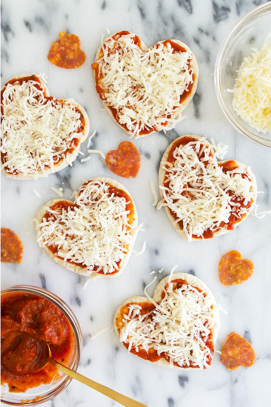 Einfache Anleitungen für Valentinstag Essen - die Herz - Pizza