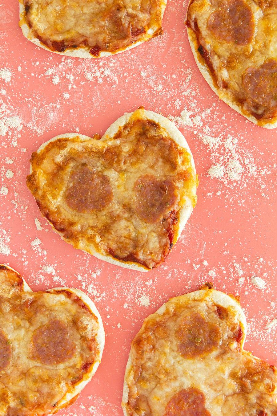Ausdrücken Sie Ihre Gefühle durch unser Rezept für Pizza mit Herz -Form!