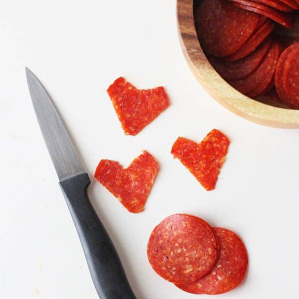 Einfache Anleitung für Herz-Pizza, die an den kleinsten auch perfekt richtet