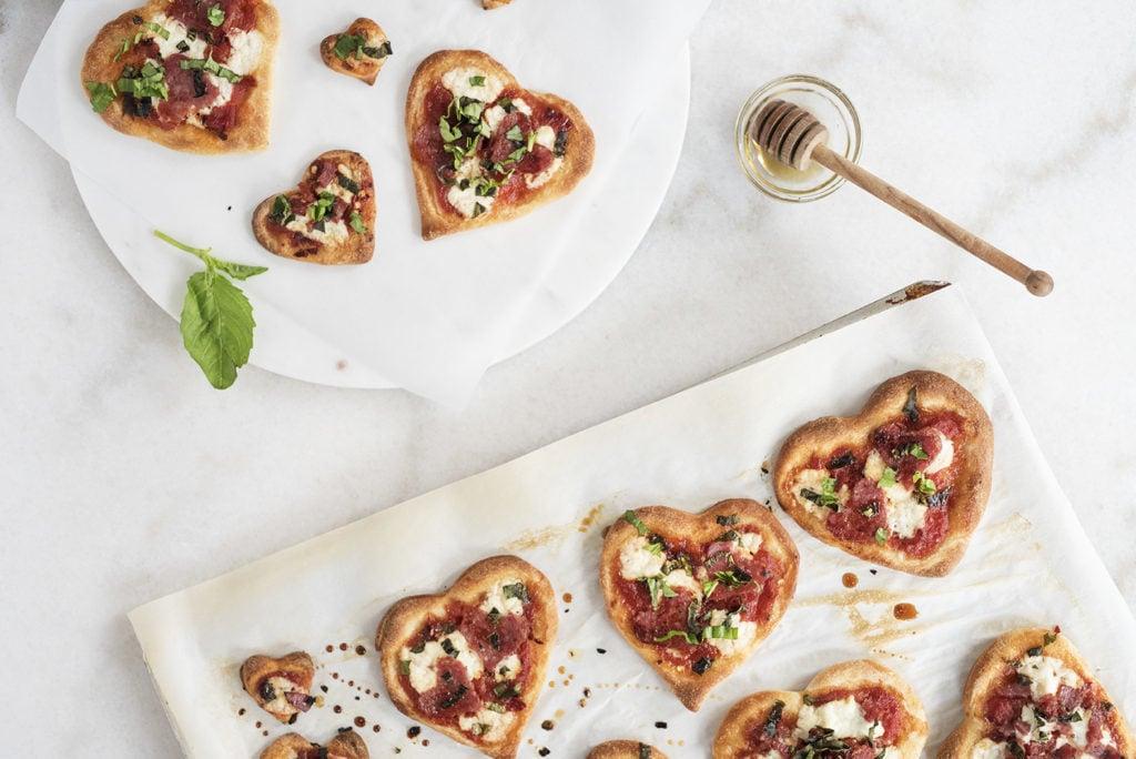 Schritt 6: Ordnen die Pizza-Häppchen im Teller schön