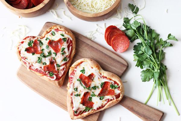 Wir wünschen Ihnen guten Appetit mit unserer Herz -Pizza!