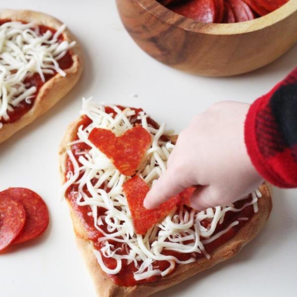 Schritt für Schritt Anleitung für Herz-Pizza