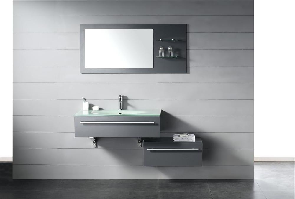 IKEA Badmöbel mit schlichtem Design in Grau