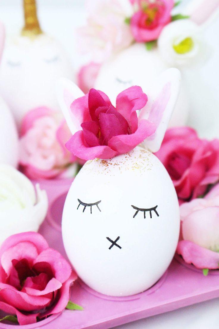 Süßes weißes Osterei mit Blumendekoration