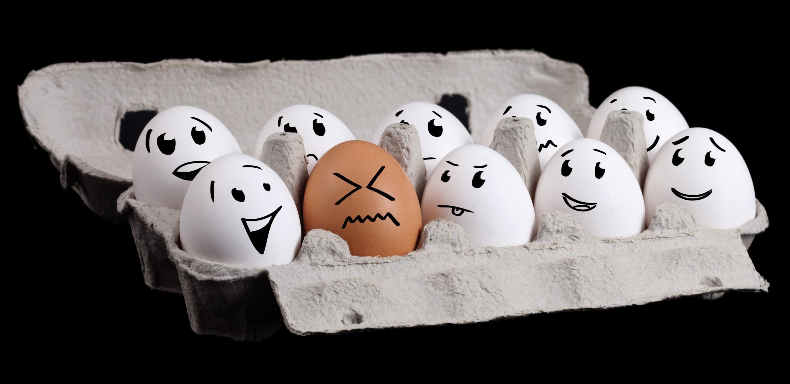 Verpassen Sie nicht die Gelegenheit, die das Ostern Ihnen bietet, und sammeln Sie einige umwerfende Bastelideen für lustige Eier Gesichter.