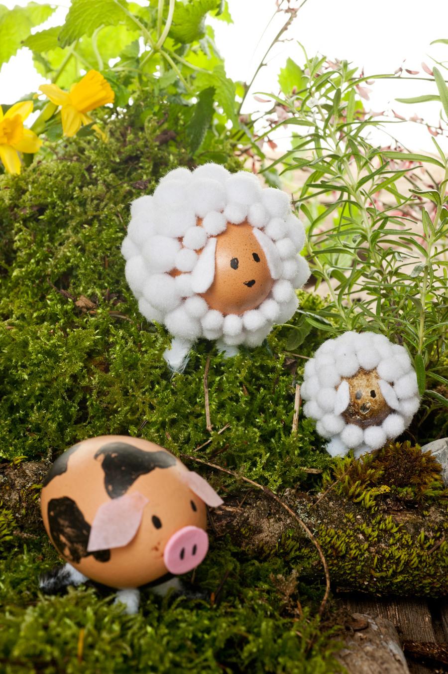 Arrangieren Sie alle Ostereier in Form von Haustieren wie in einem Bauernhof!