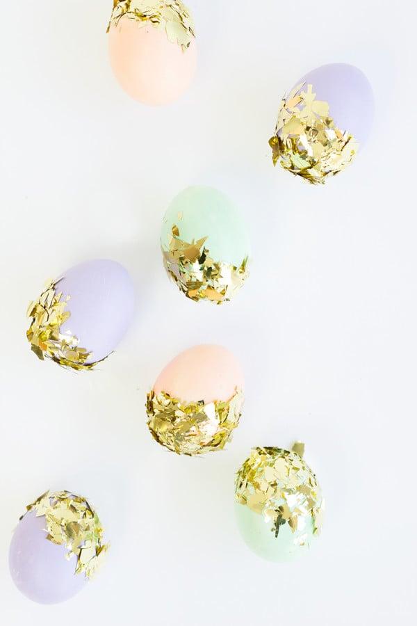 Ostereier mit Glitzern - lernen Sie hier noch viele tolle Techniken für Ostereier ohne Farbe Färben