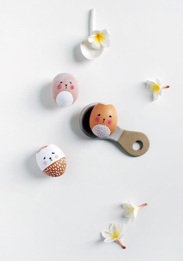 DIY Vasen aus Ostereier in Form von Osterhasen basteln - So sollten die Eierschalen aussehen.