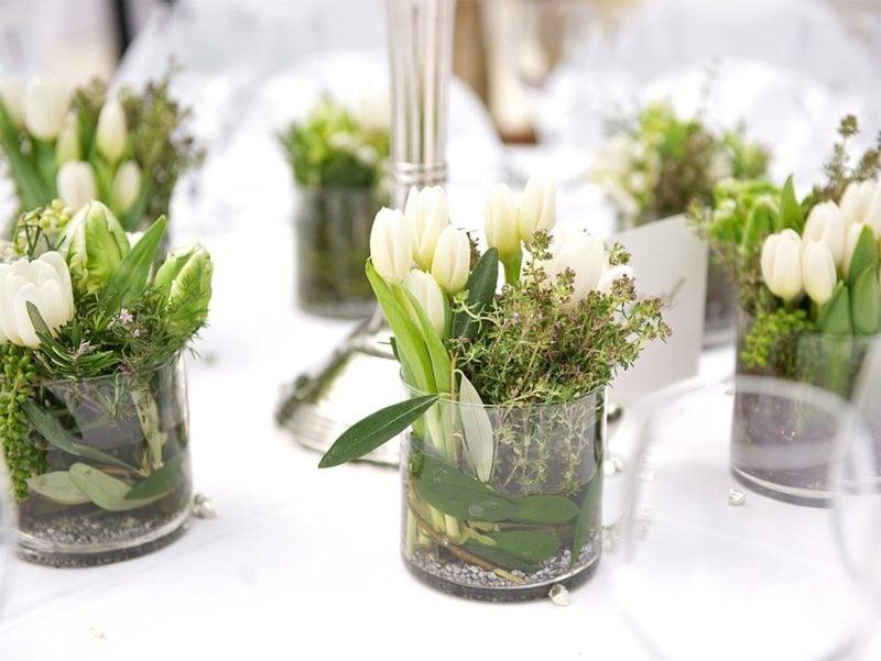 Bastelideen Frühling Blumen arrangieren