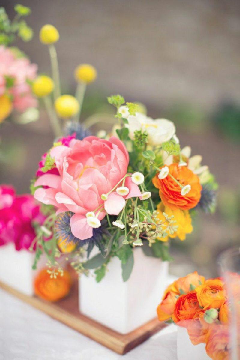 Bastelideen Frühling Blumengestecke Tischdeko