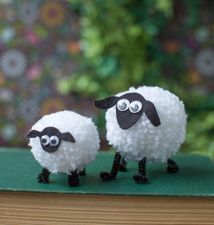 DIY Bastelideen Ostern für Kinder - Gestalten Sie Schafen aus Wolle