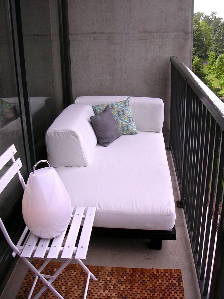 Sofa auf dem französischen Balkon