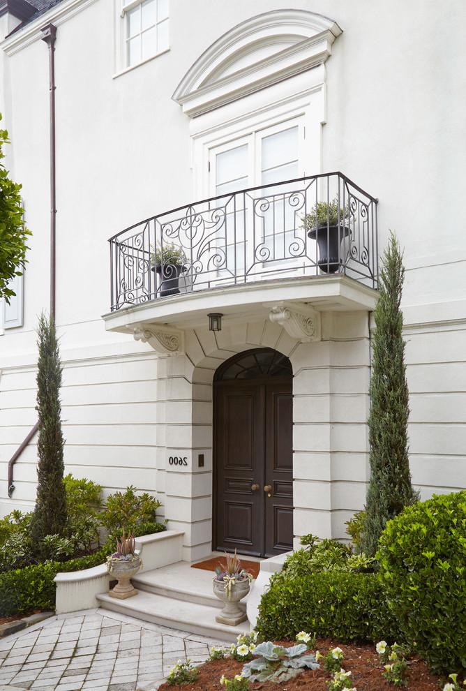 Französischer Balkon am Eingang