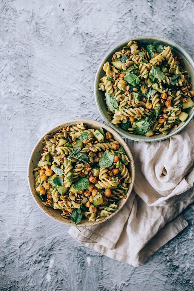Fix und fertig auf dem Tisch: Beschnüffeln Sie das köstliche Aroma vom Frühlingssalat?