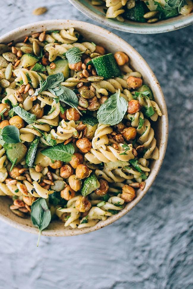 Frühlingssalat №1: Eine leckere und sehr grüne Speise