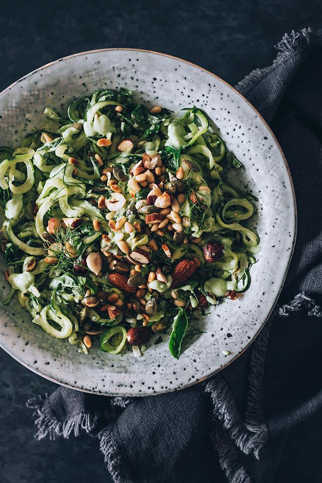 Frühlingssalat №3: Zucchini spielt die Hauptrolle