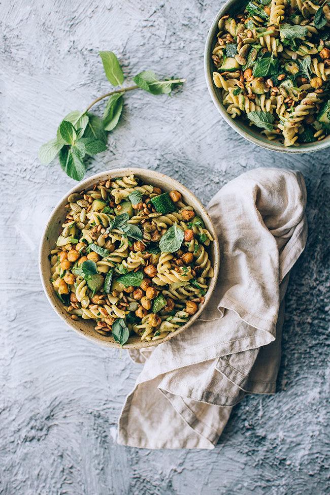 Das erste Rezept für einen schmackhaften Frühlingssalat