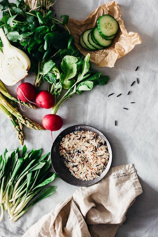 Das Geheimnis für einen leckeren Frühlingssalat: die Kenntnisse für richtige Kombination von den Zutaten: