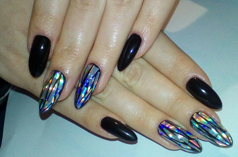 """Der trendy Nagel-Look: Verleihen Sie einen """"shattered Glass"""" Effekt Ihren Gelnägeln"""