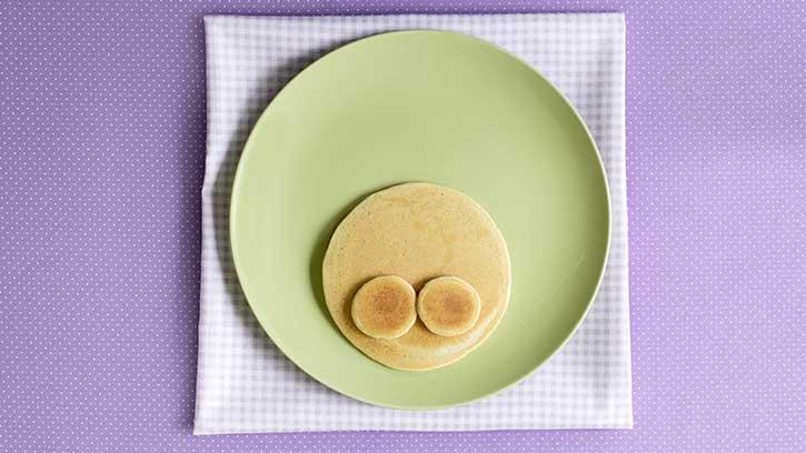 Osterrezepte für Frühstück: eine Schritt für Schritt Anleitung für leckere Pfannkuchen in Form vom Osterhasen