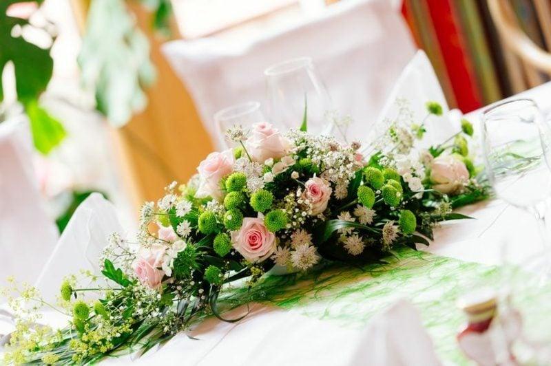 Blumengestecke Rosen Hochzeit