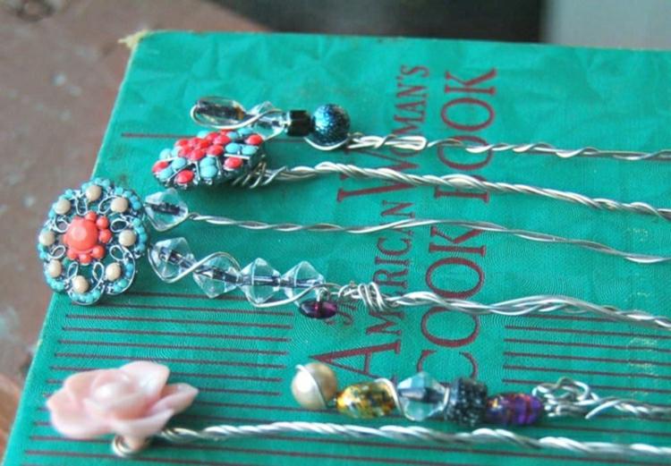 Lesezeichen basteln aus Draht und Perlen