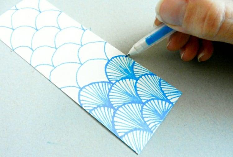 Lesezeichen basteln und bemalen Schuppen Muster