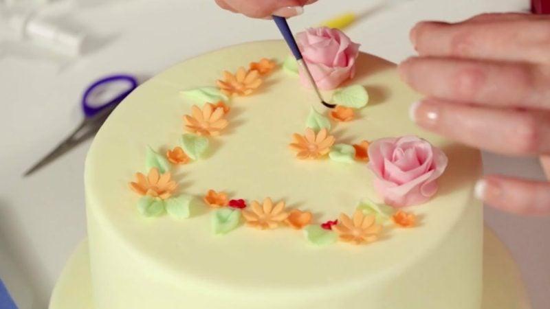 Torten dekorieren marzipan Blumen
