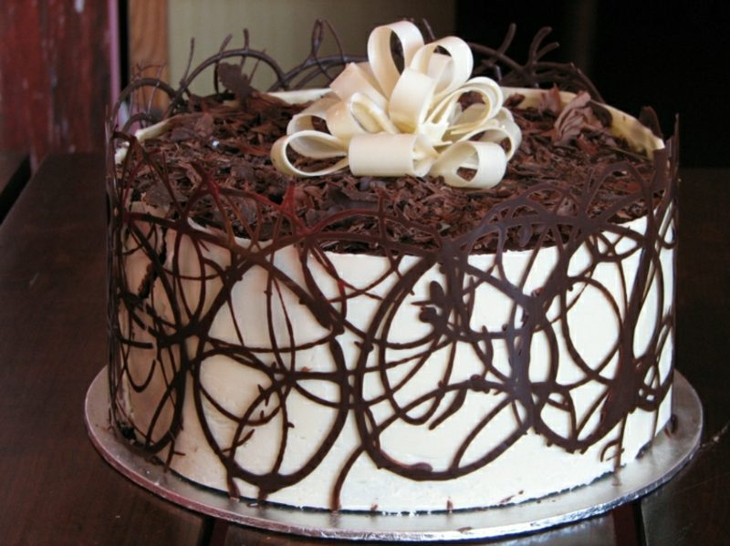 Torten dekorieren Schokoladenraspeln