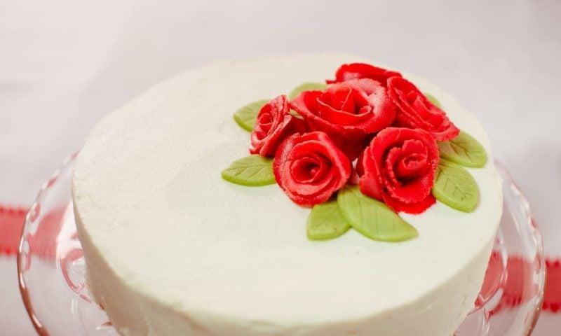 Torten dekorieren Marzipan Rosen gestalten