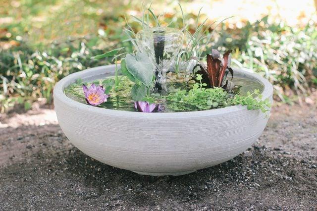 Tolle Ideen für Balkongestaltung - DIY Mini-Brunnen im Topf