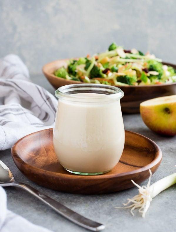 Die selbstgemachte Mayonnaise ist das gewisse Etwas Ihres Salats