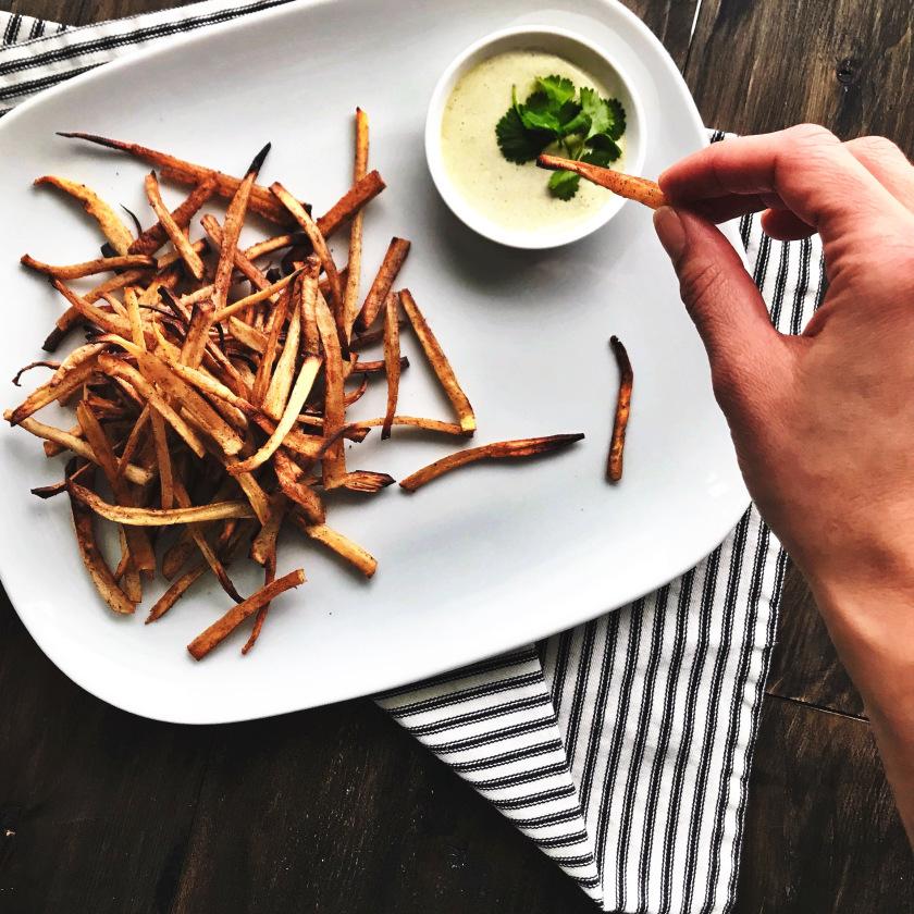 Die selbstgemachte Mayonnaise ist die perfekte Sauce für Pommes Fries