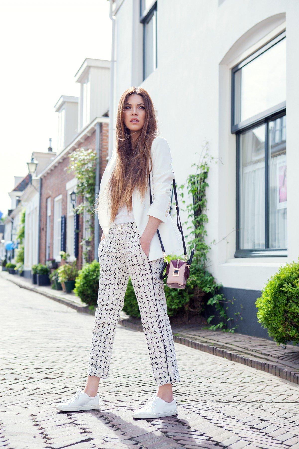 Modetrends 2018: №2: Die echte Inszenierung der Weiblichkeit ist weißen Anzug