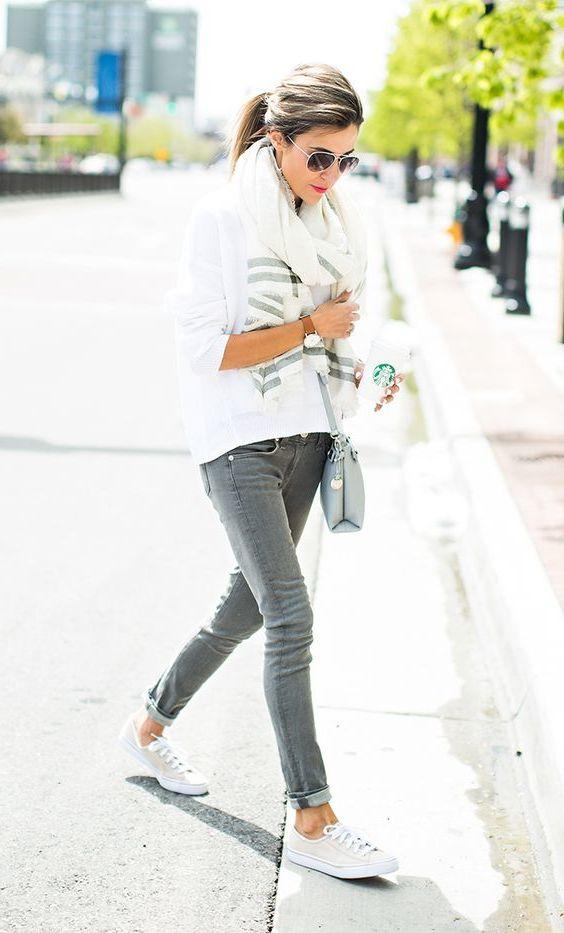 Italieniche Mode Damen 2018: Die weißen Sneakers sind immer eine gute Ergänzung Ihres Outfits
