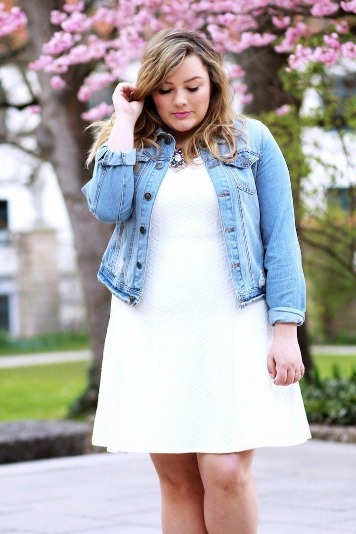 Sommermode 2017: Weißes Kleid und Denimjacke