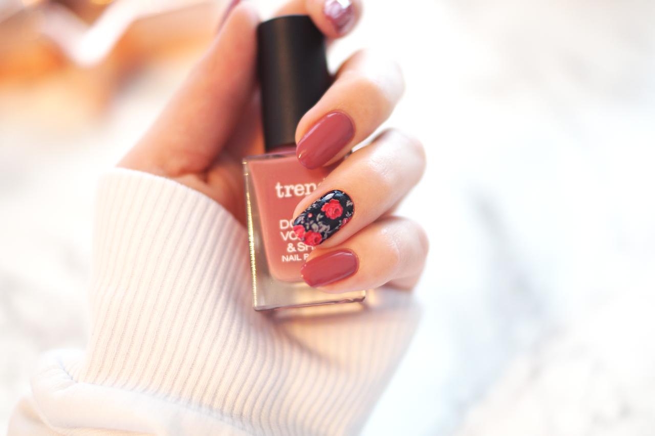 Das Frühling Design verleiht eine weibliche Note Ihren Nägeln