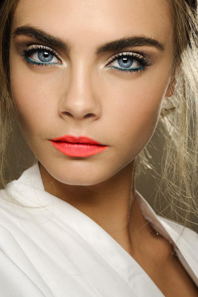 Umwerfende Schminktippf Augen: Betonen Sie Ihre natürliche Ausstrahlung mit den richtigen Make up Produkten