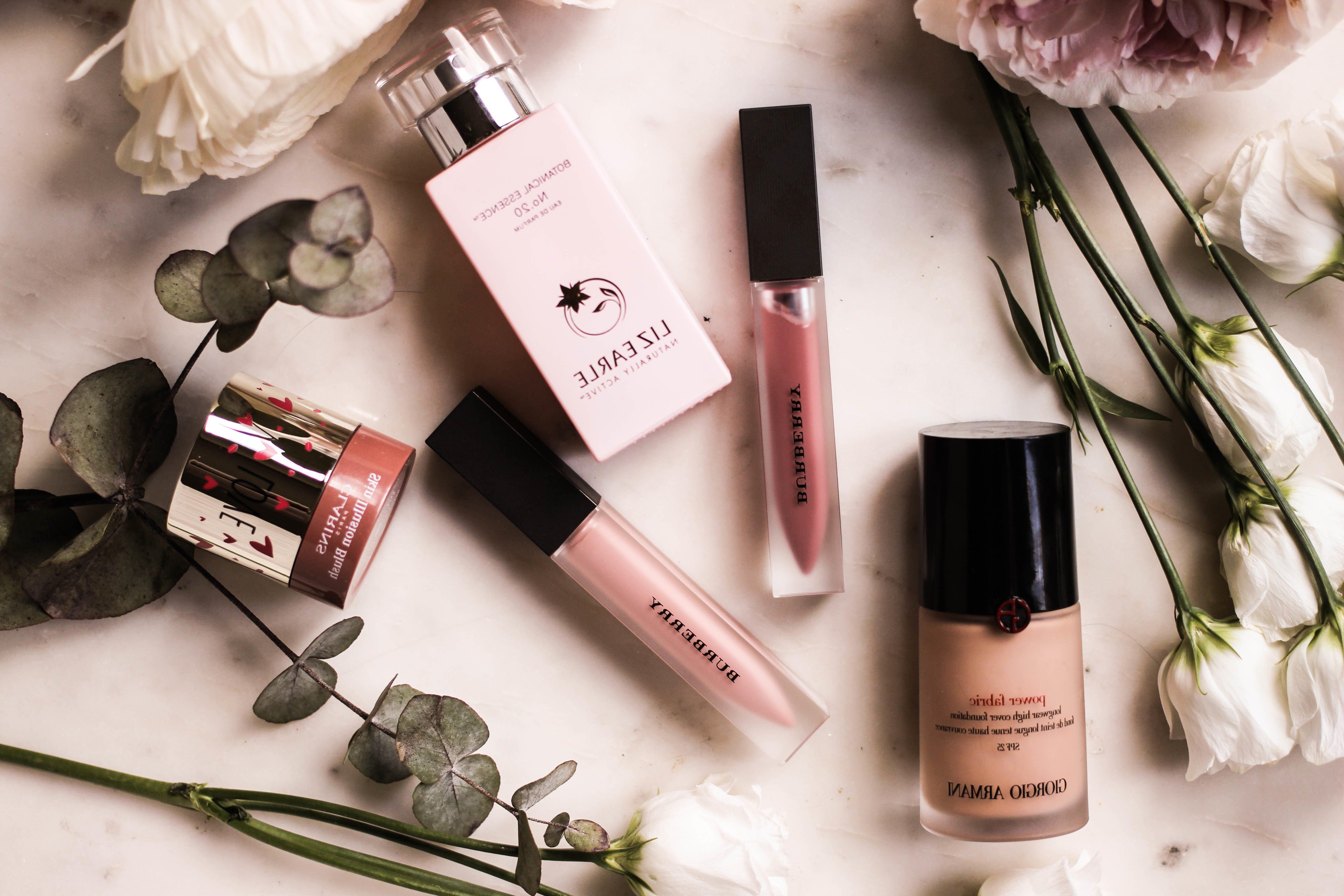 Tipp №3: Das Eye-Primer ist ein wesentlicher Teil des Make-up für heiße Tage