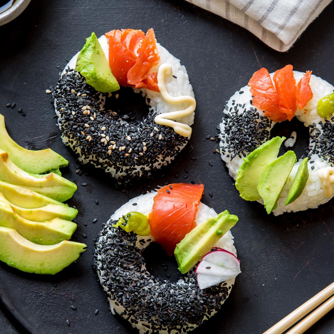 Probieren Sie diese schmackhaften Sushi Donuts selber zu machen