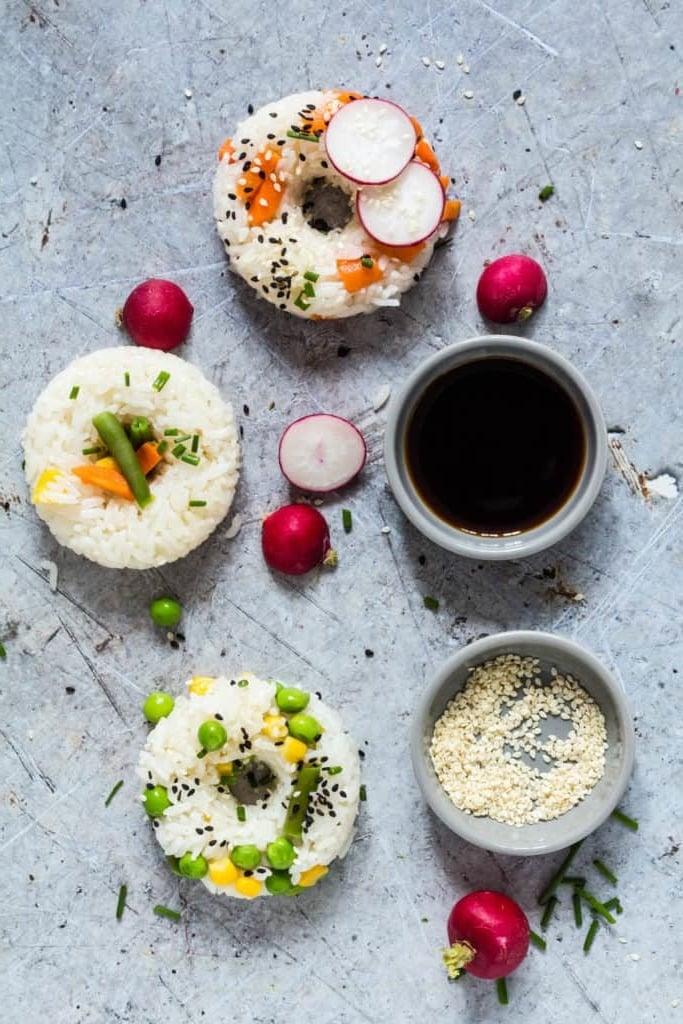 In der Galerie finden Sie noch viele coole Ideen für Donuts-Sushi selber Machen. Wir wünschen Ihnen viel Spaß beim Sushi Zubereiten und einen schönen Abend mit den Mädels zu verbringen!