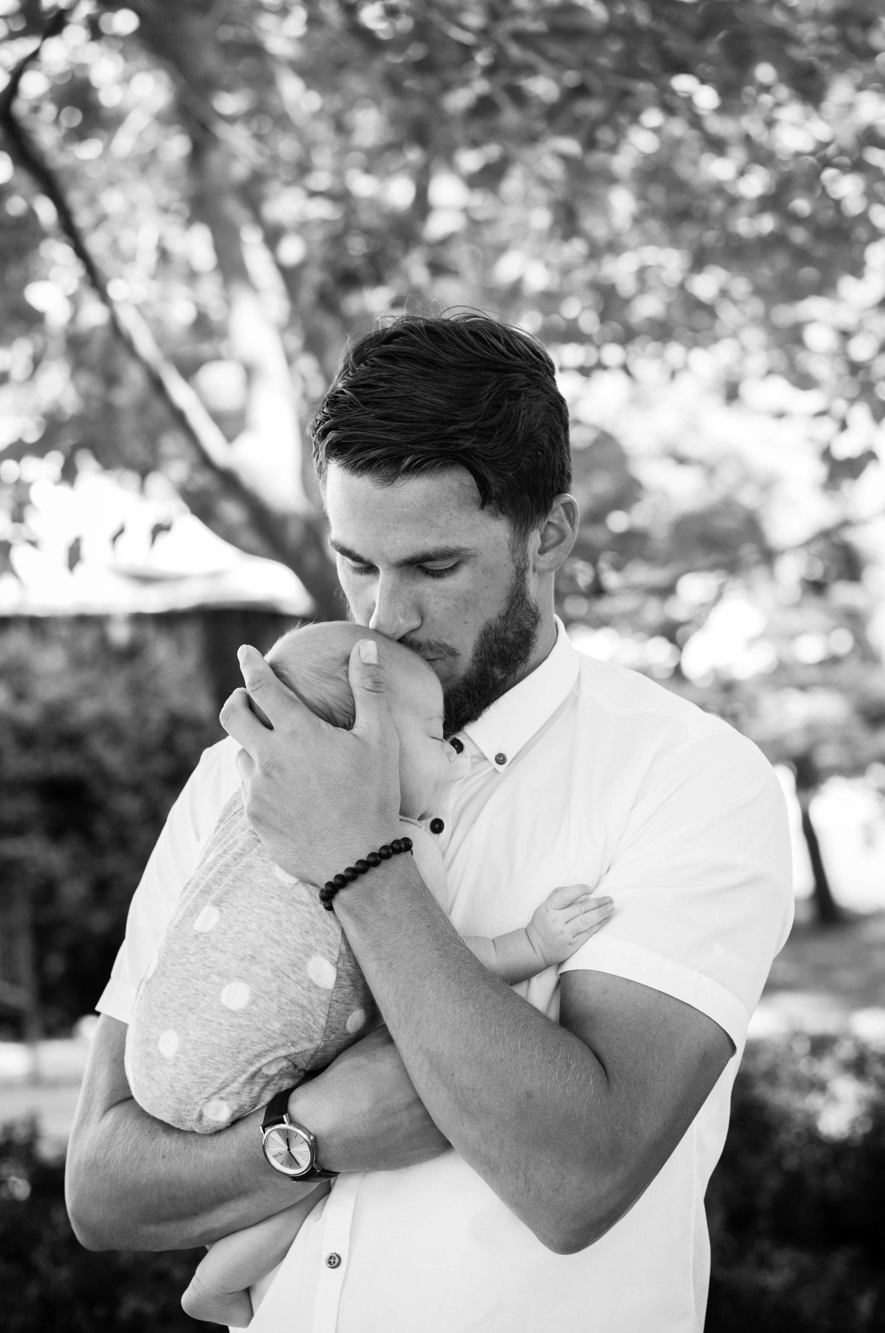 Die Vatertag Bilder halten die reine Vater-Kinder-Liebe auf Papier fest