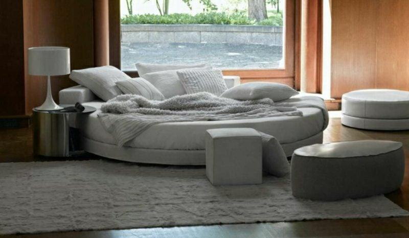 herrliches rundes Bett in Grau
