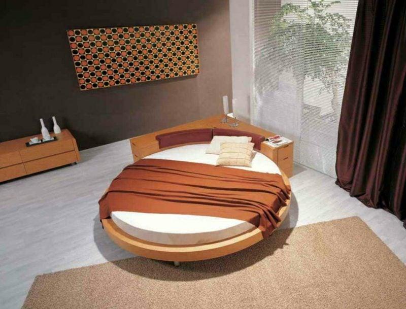 rundes Bett praktisch mit Eckschrank